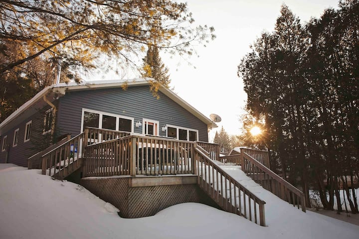 Cozy Cottage on Chandos Lake