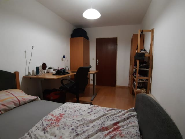 Cosy Students Flat Room near City Center