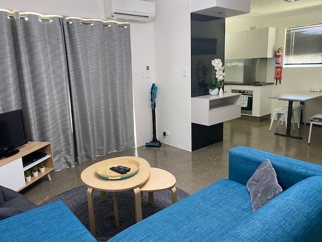Modern & Private, close to City, RNA, RBH, Airport