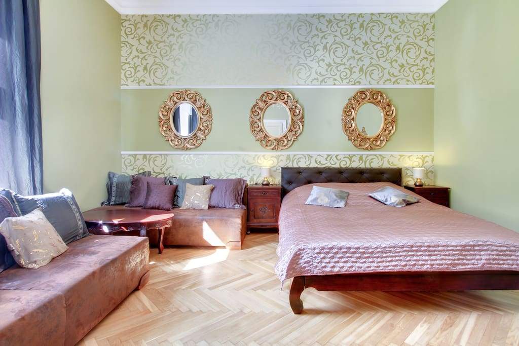 Bedroom 25sqm. King size bed and 2 convertible sofas. Topolowa Center LuxuryCracow