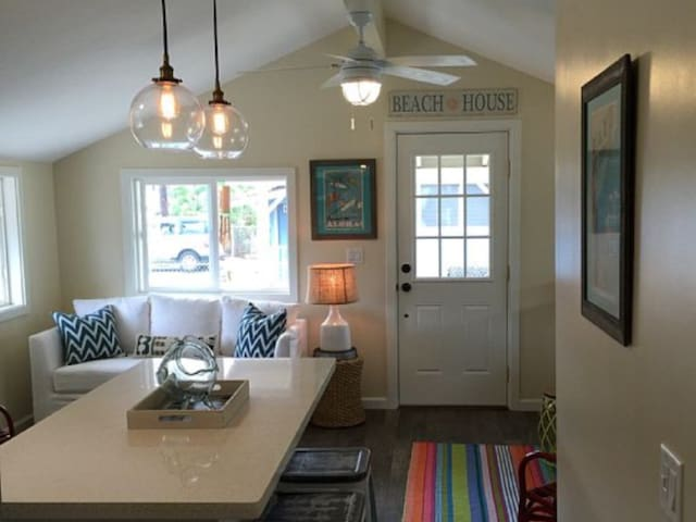 "Charming ""Ewa Oceanside"" Cottage"