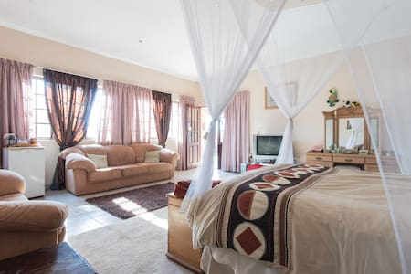 Peaceful Valley Double room/patio - Roodepoort - Haus