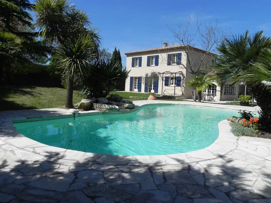 villa avec piscine et bassin houses for rent in On piscine marignane
