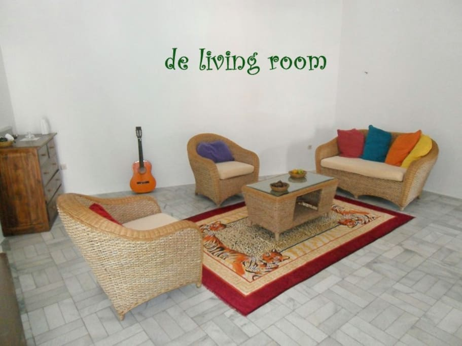 De LIVING ROOM - where you can sit relax having tea or coffee with your friends or fam