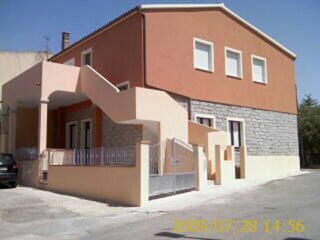 Belle maison ds charmant village.. - monti(sardaigne )