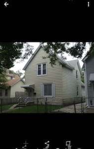 Quiet 2 story home - Saint Paul - House