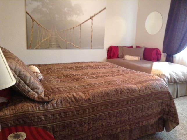 Rest & Relax @ beautiful home near trails SteA - Redding - Huis