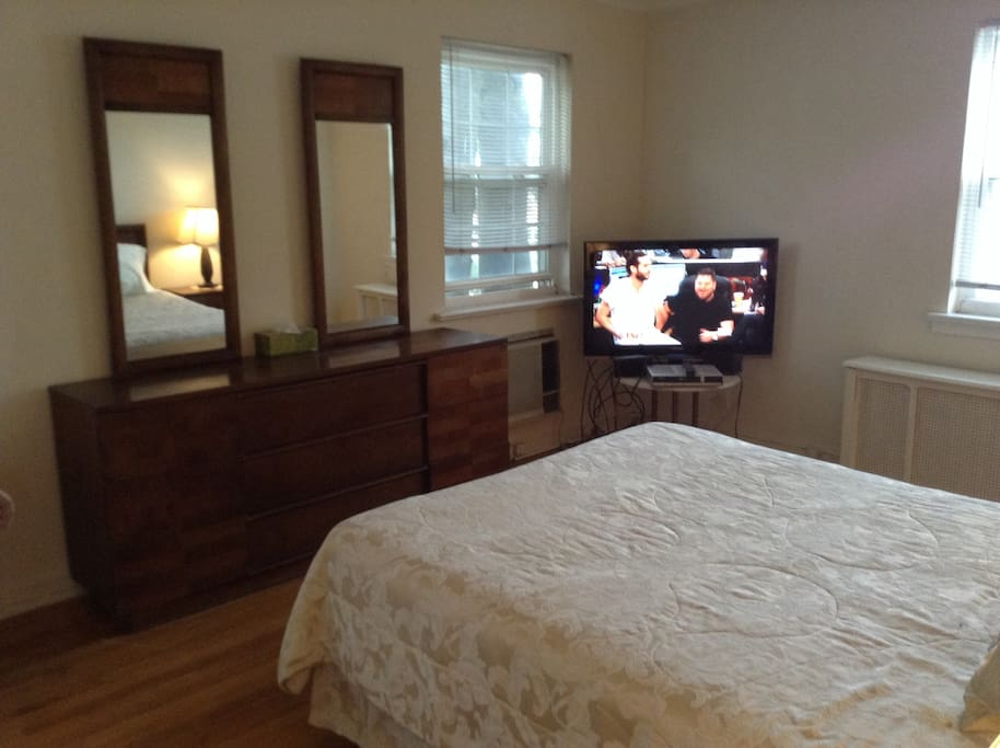 Beautiful furnished master bedroom houses for rent in queens new york united states Master bedroom for rent balestier