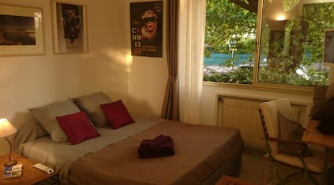 Studio confortable in heart of Cannes.