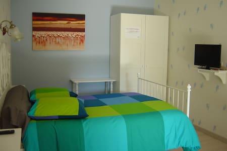chambre double pour 1 à 2 personnes - Annoire