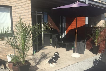 Stylish apartment w/ own yard&grill - Taastrup - Wohnung