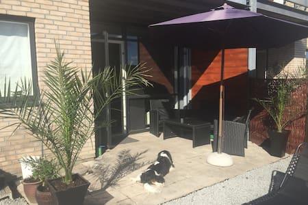 Stylish apartment w/ own yard&grill - Taastrup - Apartamento