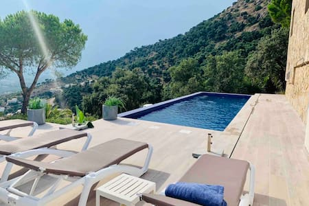 Oleum Mar Villa private pool and magnificent view.