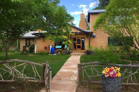 Abiquiu's Peaceful Retreat - Medanales - Haus