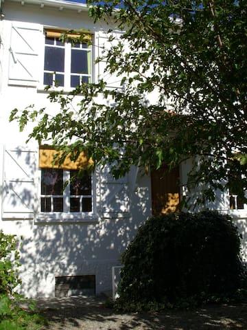Maison accueillante - Tarbes - Huis