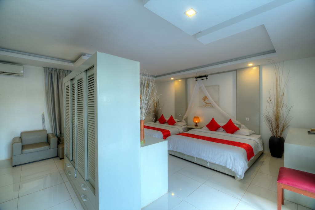 Family Suite Room with Balcony and pool view