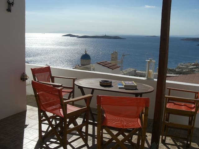 KYKLADES,SYROS, AWESOME SEAVIEW! - Ermoupoli - Bed & Breakfast