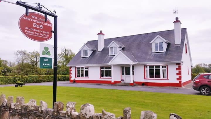 Mountshannon 4* B&B -Hawthorn Lodge. East Clare