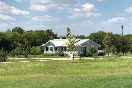 """""""The Beehive""""  4 Bed Hou in Round Top Texas, 78954"""