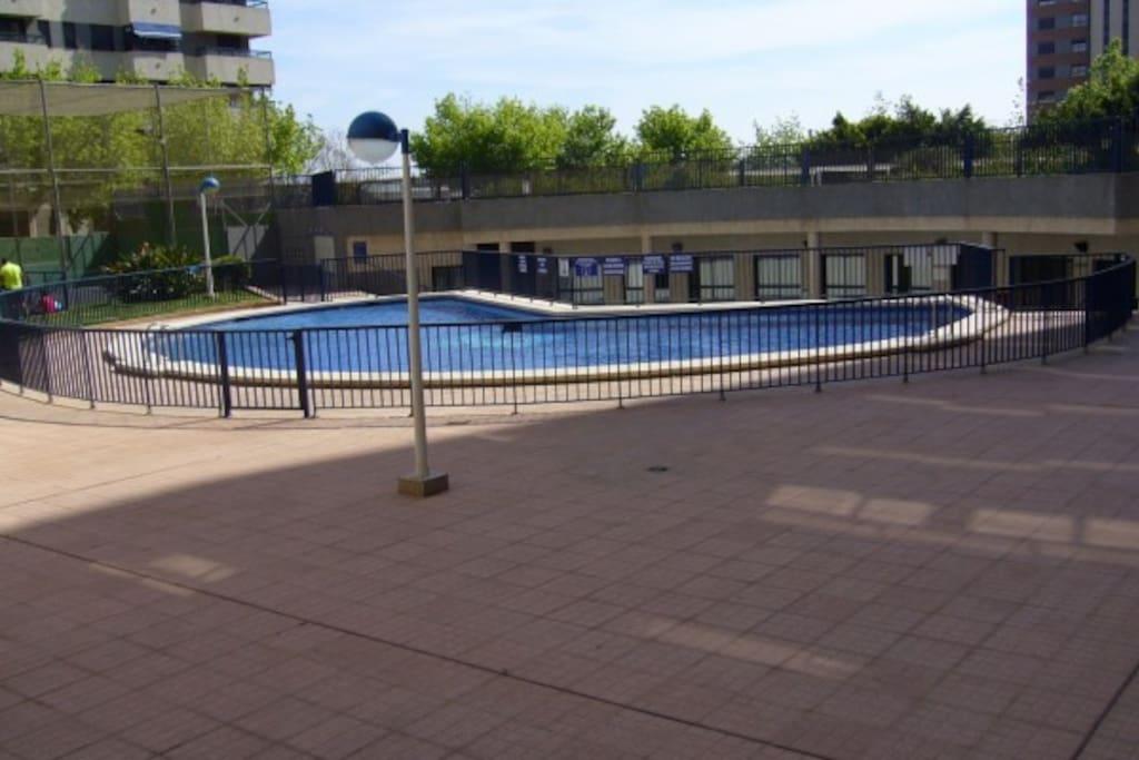 Apartamento con piscina nueva fe apartamentos en for Apartamentos con piscina en valencia