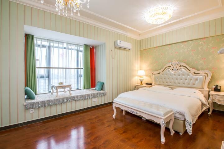 【法式浪漫大床房】桂林北站恒大广场高层公寓机场巴士直达/B房型