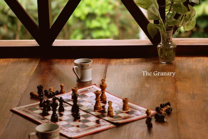 The Granary:wooden cabin on stilts! - Karnataka, India - Blockhütte