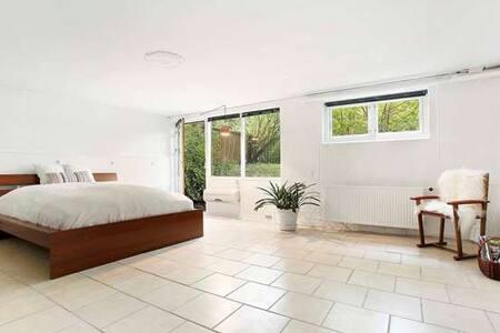 Big nice room privacy garden