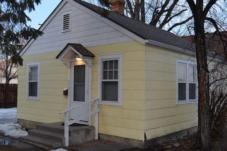 Downtown Sunny Cottage - Billings - Huis