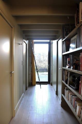 Couloir accès terrasse commune
