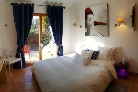 La Bréachère B&B _ Chambre Parry-Beach 24m² en Rdc - Yvré-l'Évêque - Bed & Breakfast