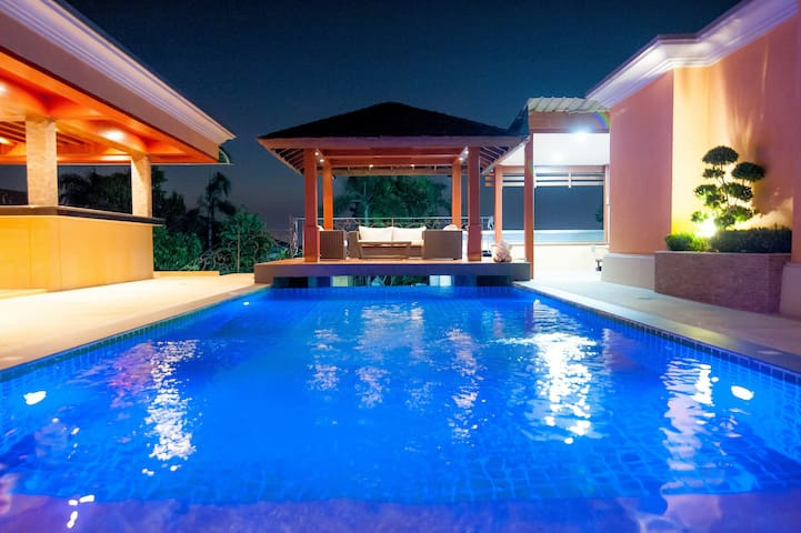 Overlooking Pattaya City - Private Luxury Pool