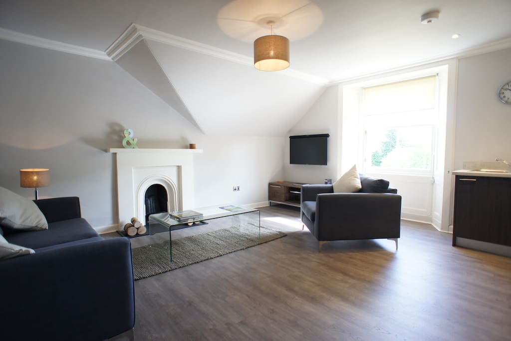 Bright and Spacious lounge with full Sky Sports package and free WI-FI.