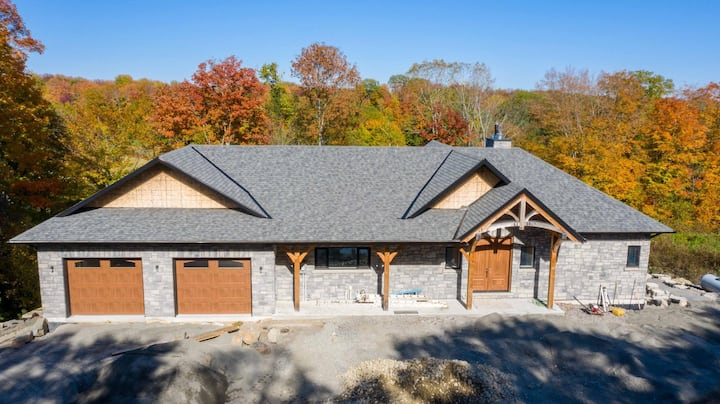 Villa Vista - Fabulous new home overlooking the golf course in Port Carling