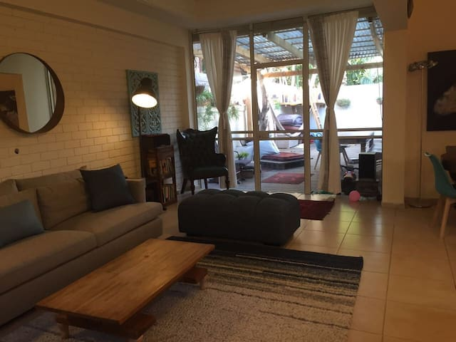 Pretty Villa 3 min walk from beach.Family friendly - Herzliya - Haus