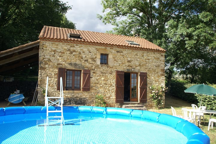 Charming house with shaded swimming pool and wonderful view over the hills.