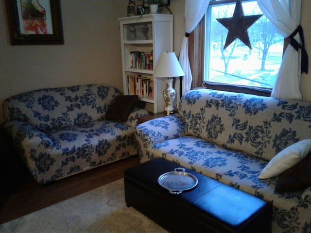ShabbyChic Loft 12 min from Sunday River! Shuttle!