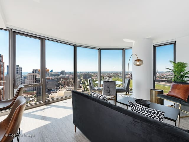New! Ultra Luxury 2BR Apt in South Loop by Domio