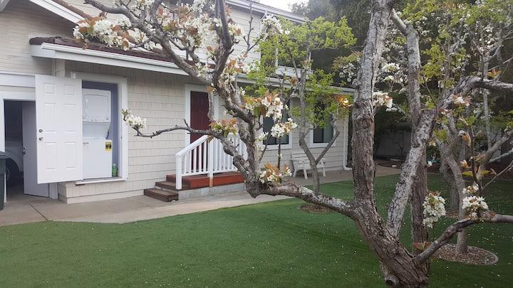 Luxury studio+yard, kitchen+WD, Wifi, Pet friendly