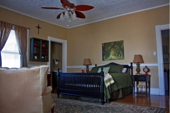 Coleman Room - Harrodsburg - Bed & Breakfast