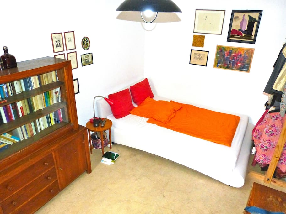Bedroom with double bed, cupboards and ample space for hanging your clothes.