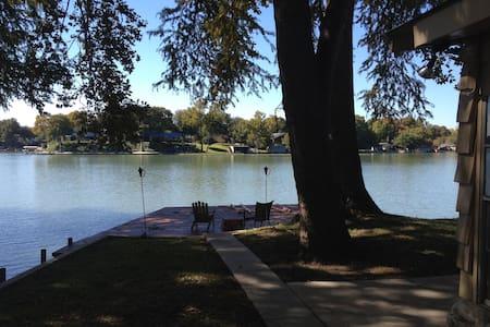 Lakefront Getaway in McQueeney - McQueeney