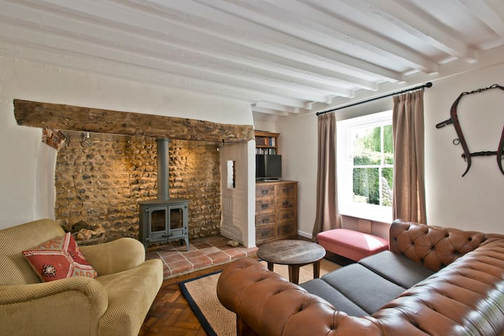 Quaint Norfolk cottage, sleeps 5 - East Rudham - House