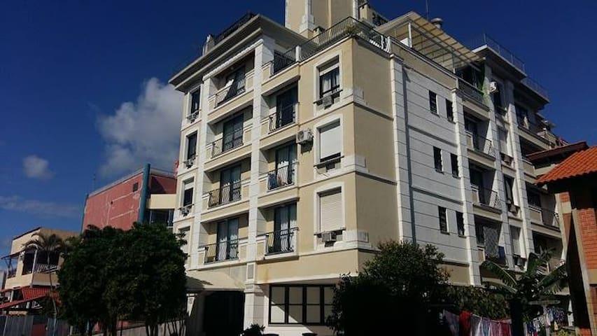 Apartamento de 2 quartos a 20 metros do mar - Florianópolis - Apartamento