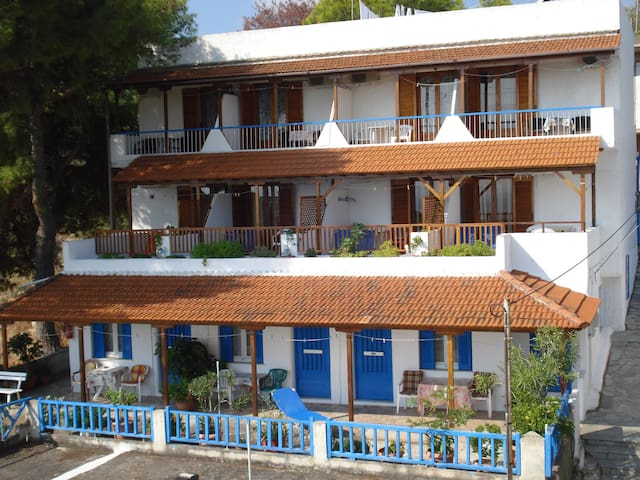 (URL HIDDEN) (rooms to let in Alonisos island) - Alonnisos - Guesthouse