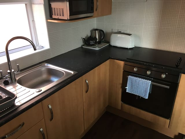 2 Bed Apartment-Free Parking-Sleeps Families 0f 7