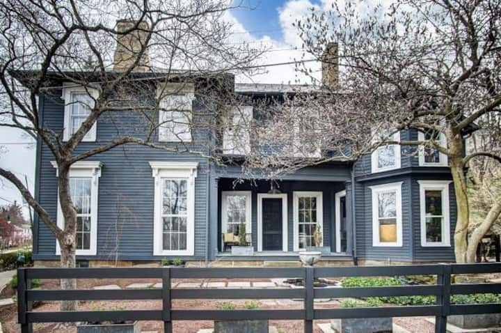 Downtown Granville home, walkable to Denison