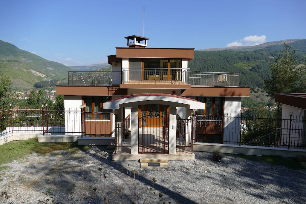 Mala Planina Guest House in front of the main entrance gate