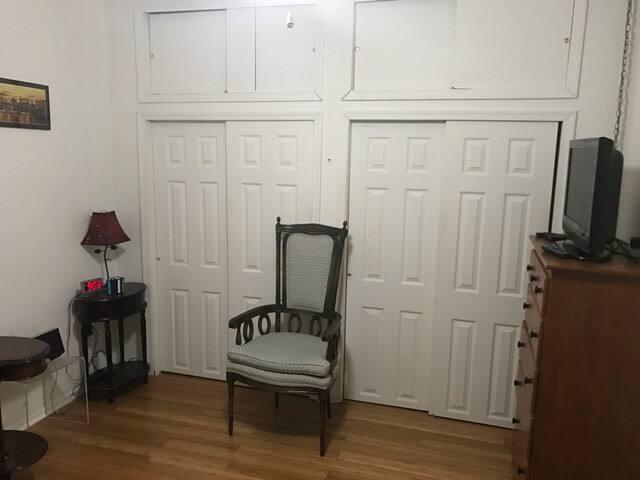 Cozy private room near Princeton New Brunswick NYC