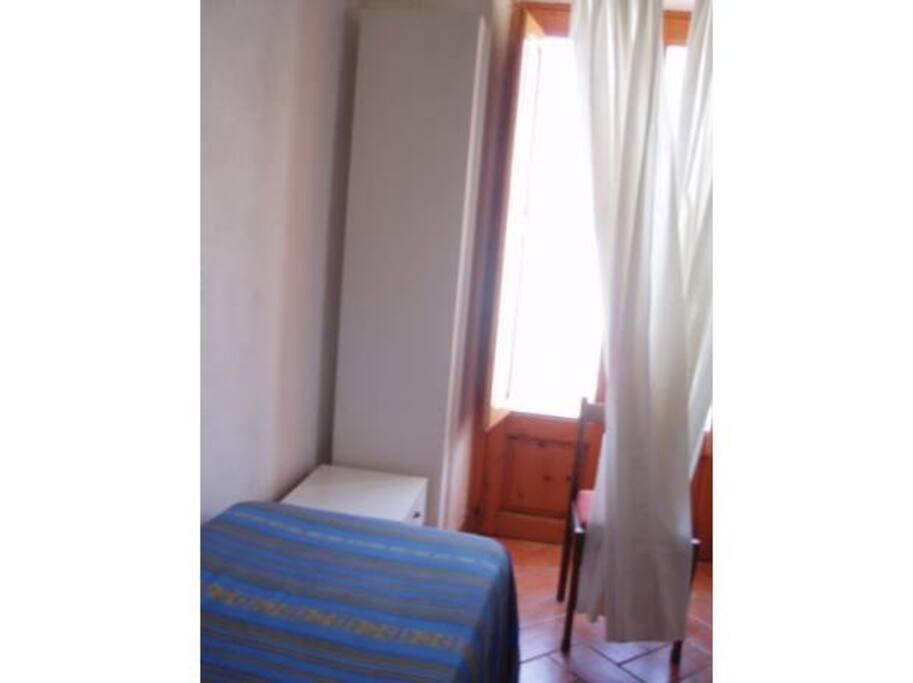 Camera letto con due letti
