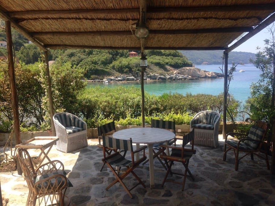 villa superbe acces direct a la mer villas louer procchio toscane italie. Black Bedroom Furniture Sets. Home Design Ideas